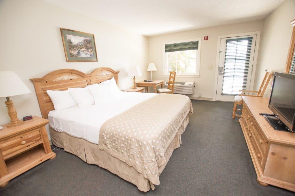 Lake Chatuge Lodge King Room
